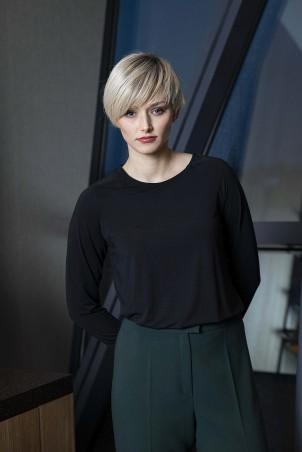 046F0_jumper_black_093F0_trousers_green
