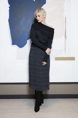 049F0_pullover_black_050F0_skirt