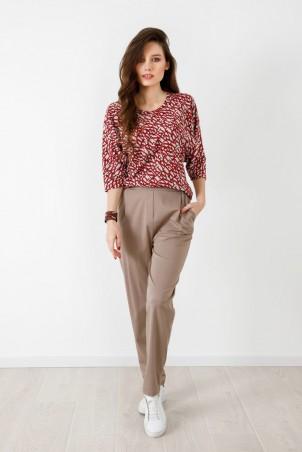 A21033_jumper_red_A21034_trousers_beige