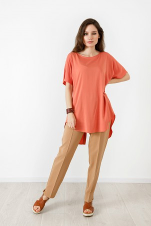 A21056_tunic_coral_A21003_trousers_beige