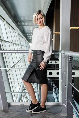 004F1_jumper_white_007F1_skirt_black