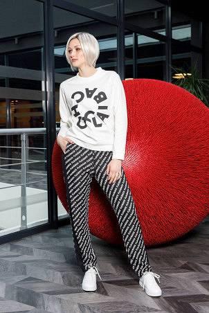 074F1_sweatshirt_white_076F1_trousers