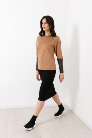 B21028_jumper_beige_B21035_skirt_black