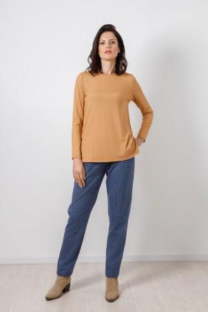 PB2102_trousers_B21002_jumper_beige